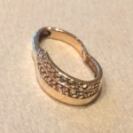 Złoty pierścionek próby 585..