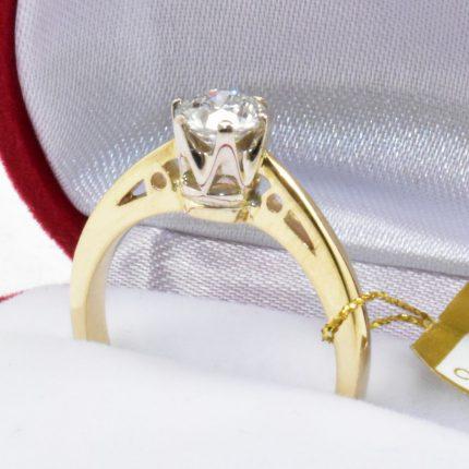 Pierścionek zaręczynowy z brylantem 0,70 ct.