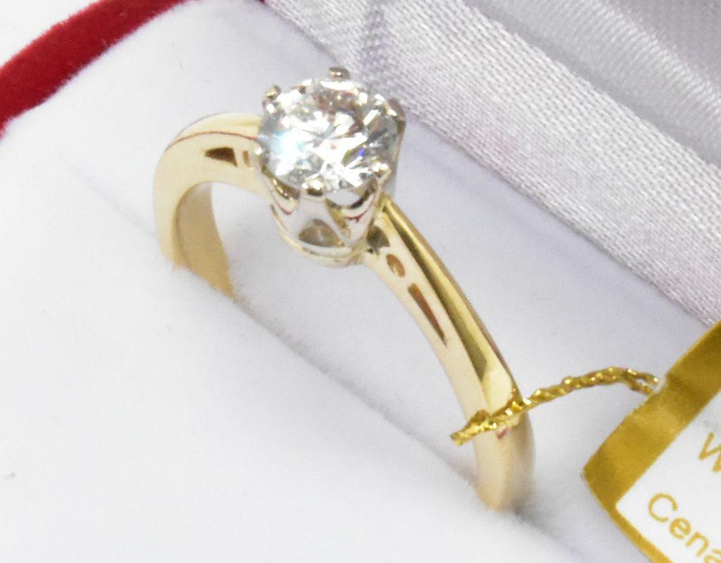 Pierścionek zaręczynowy z brylantem 0,65ct.