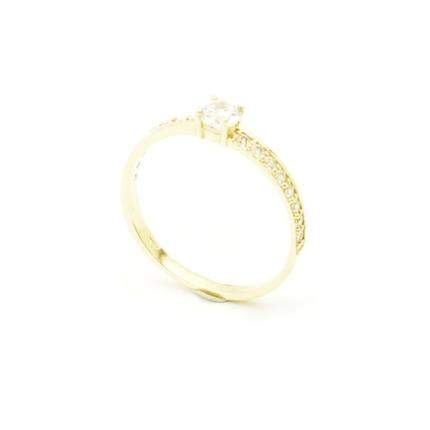 Delikatny złoty pierścionek z cyrkoniami