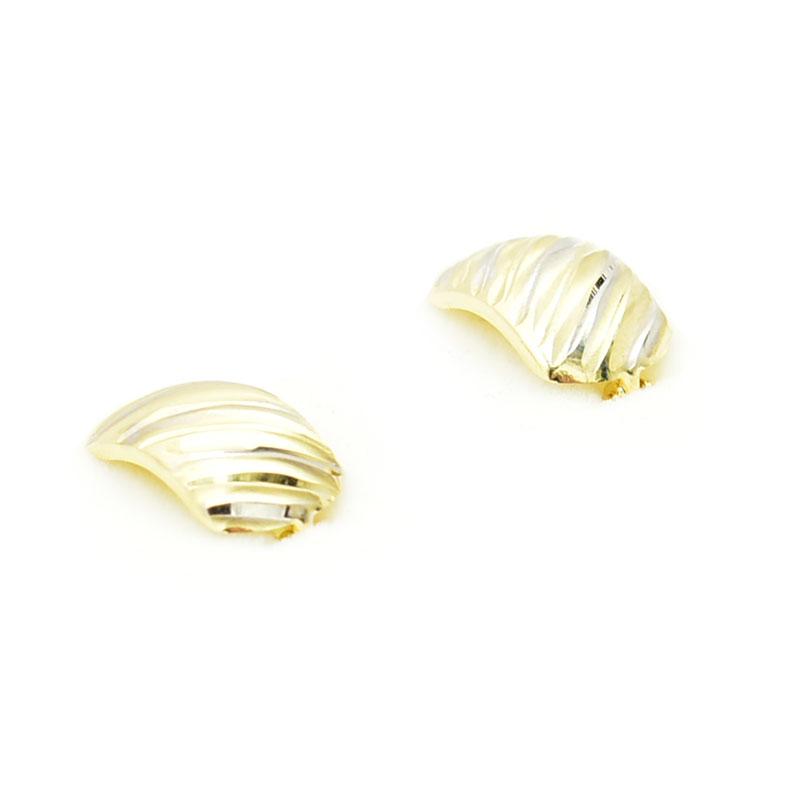 para złotych diamentowanych kolczyków.