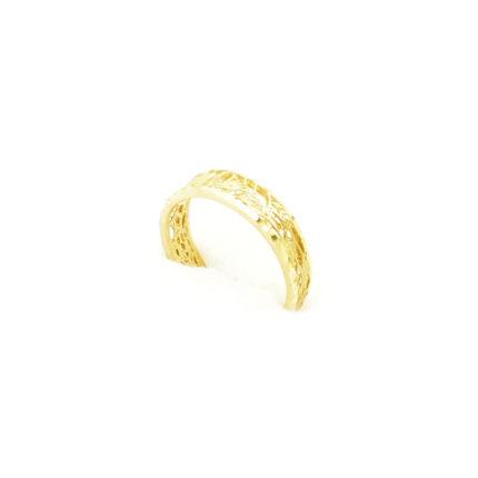 Złoty pierścionek ażurowy – motyw roślinny