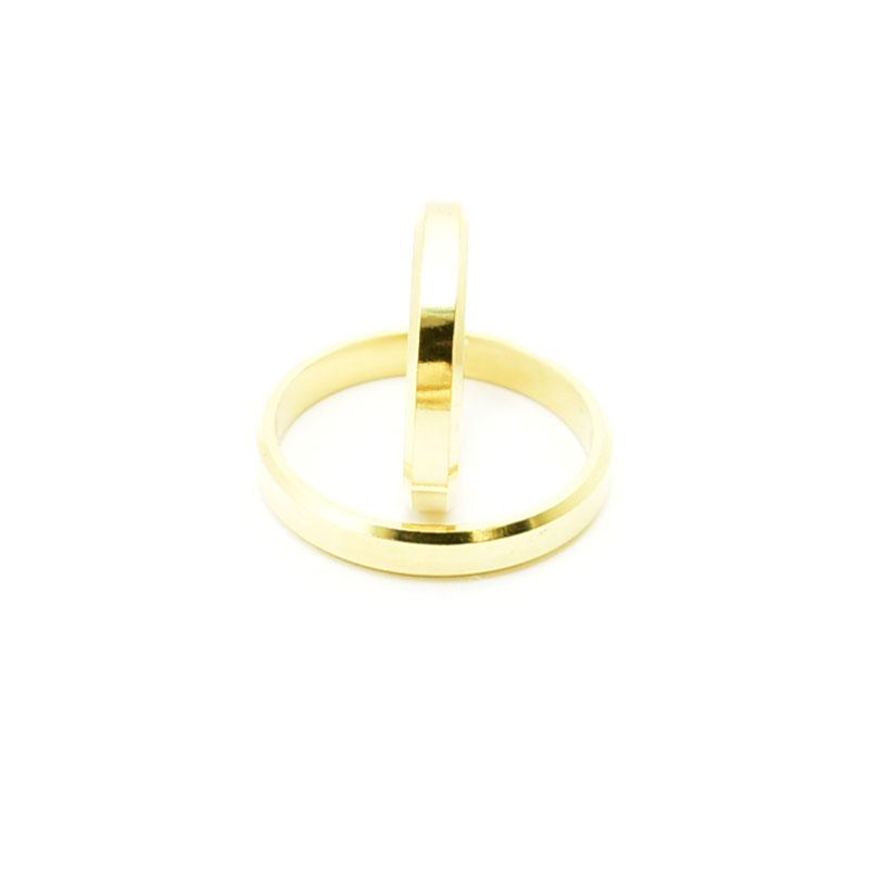 Obrączki ślubne płaskie, fasetowane, 4 mm.