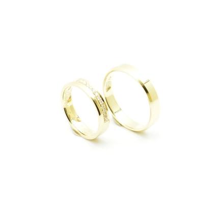 Obrączki ślubne z brylantami w oprawie jubilerskiej.
