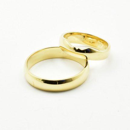 Zdjęcie nr. 3 Obrączki ślubne dopasowane do pierścionka zaręczynowego.