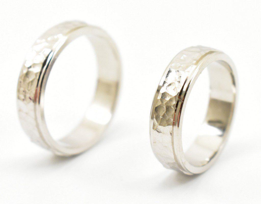 Obrączki ślubne młotkowane – fasetowane