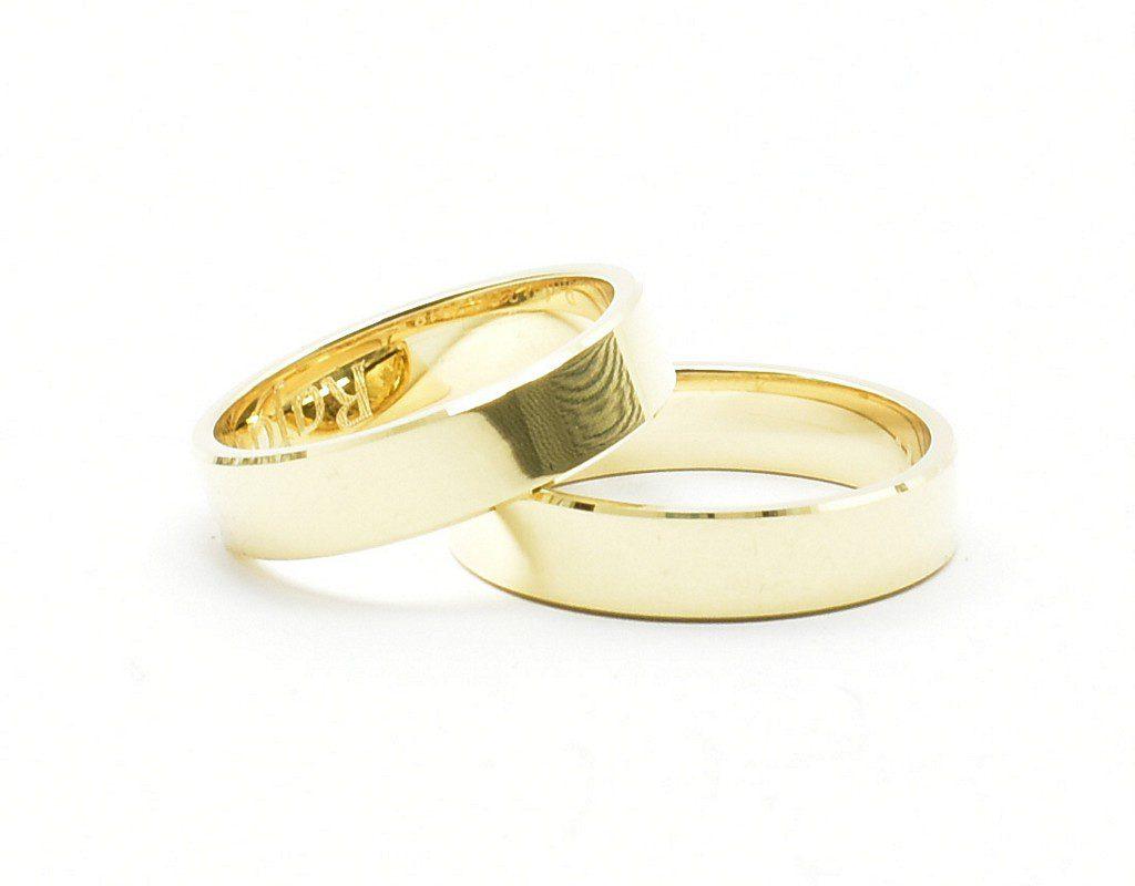 Złote obrączki ślubne – płaskie, fasetowane, 5 mm.