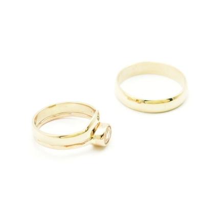Klasyczne obrączki śłubne dopasowane do pierścionka.