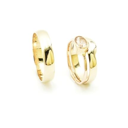 Para klasycznych obrączek ślubnych dopasowanych do pierścionka.