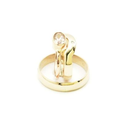 Złote obrączki i pierścionek próby 585.