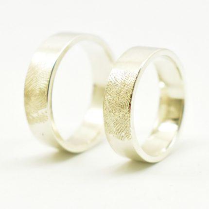 Obrączki ślubne z odciskami palców