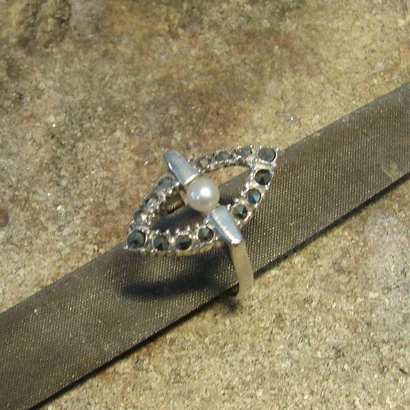 Renowacja srebrnego pierścionka z perłą i markazytami