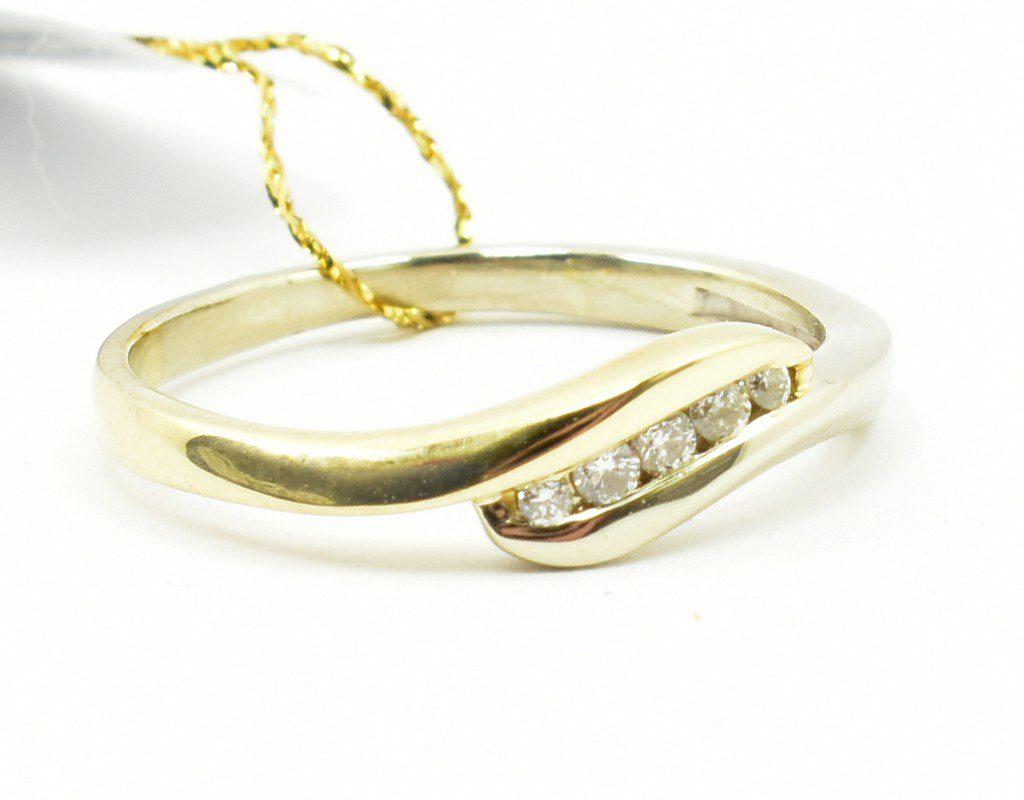 Pierścionek zaręczynowy z brylantami 0,075 ct