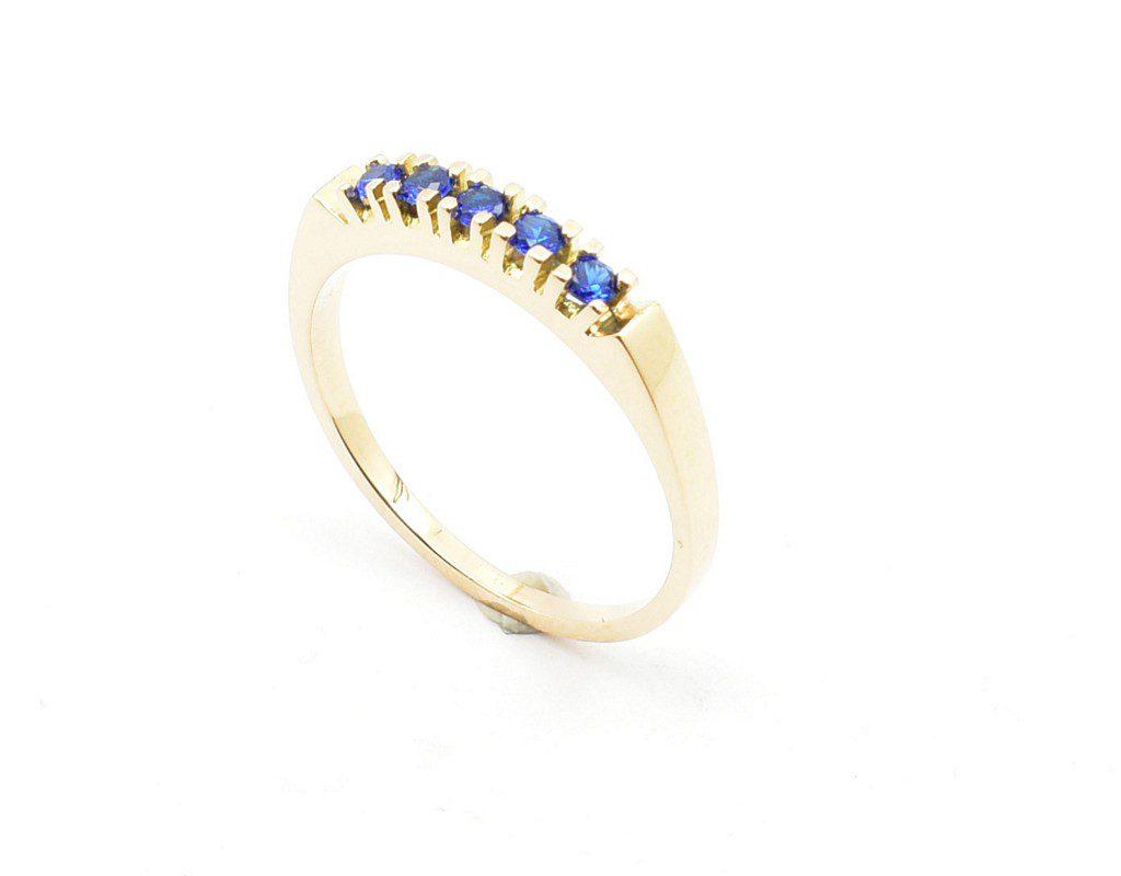 Złoty pierścionek z szafirami