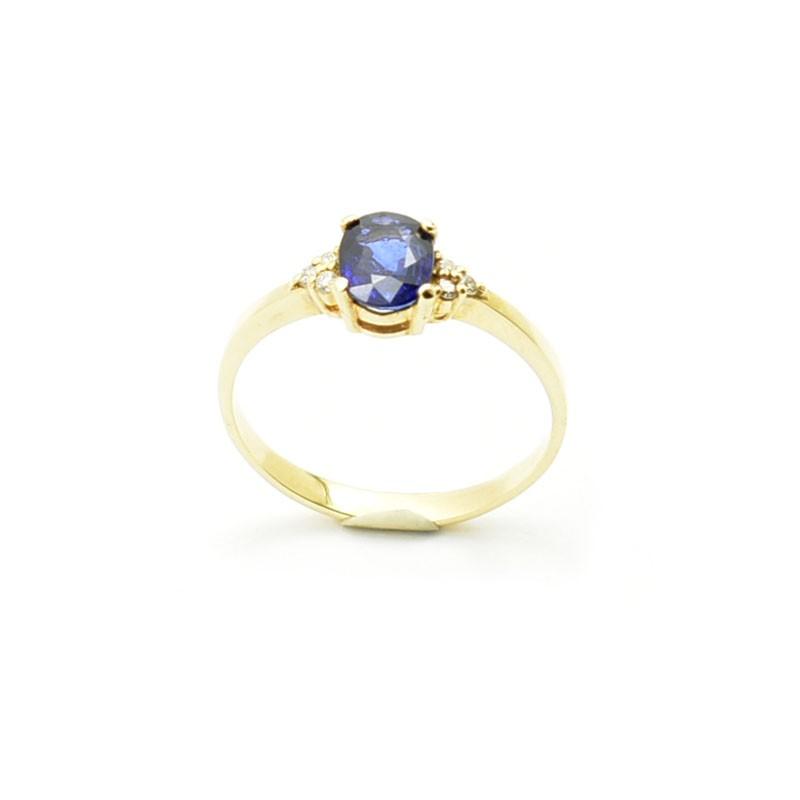 Złoty pierścionek z szafirem i diamentami.