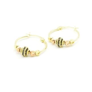 Złote kolczyki z diamentowanymi kulkami i czarnymi cyrkoniami.