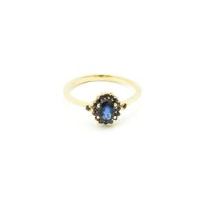 Klasyczny złoty pierścionek z szafirami
