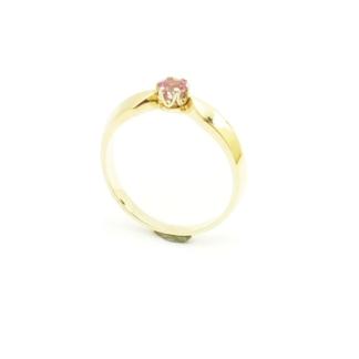 Kalsyczny pierścionek z różowym topazem.