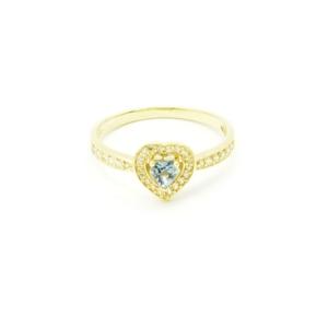 Złoty pierścionek z topazem w kształcie serca.
