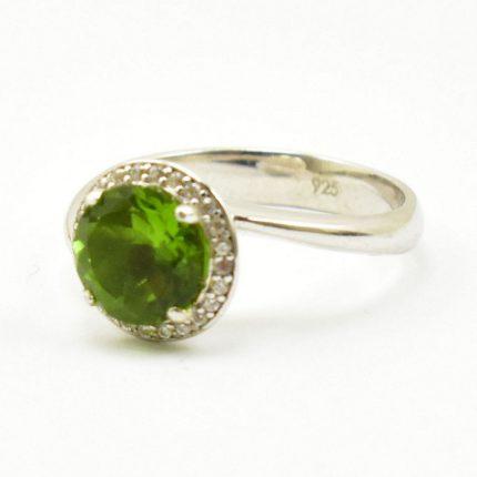 Srebrny pierścionek z sułtanitem.